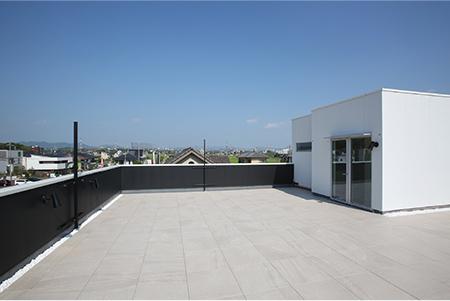 広々屋上の自由空間
