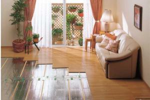 ※ガス温水式床暖房の温水マット施行中の様子
