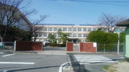 冨田中学校  約550m(徒歩約7分)