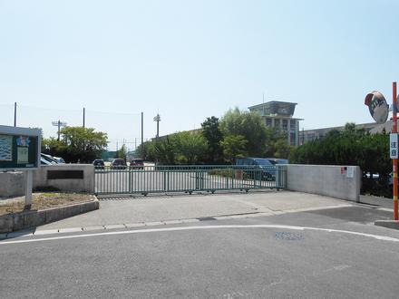 旭中学校  約2,900m(自転車約12分)