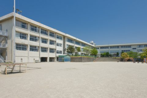 千里ヶ丘小学校 徒歩約29分(約2300m)