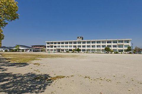 鈴鹿市立清和小学校 徒歩約14分(1045m)