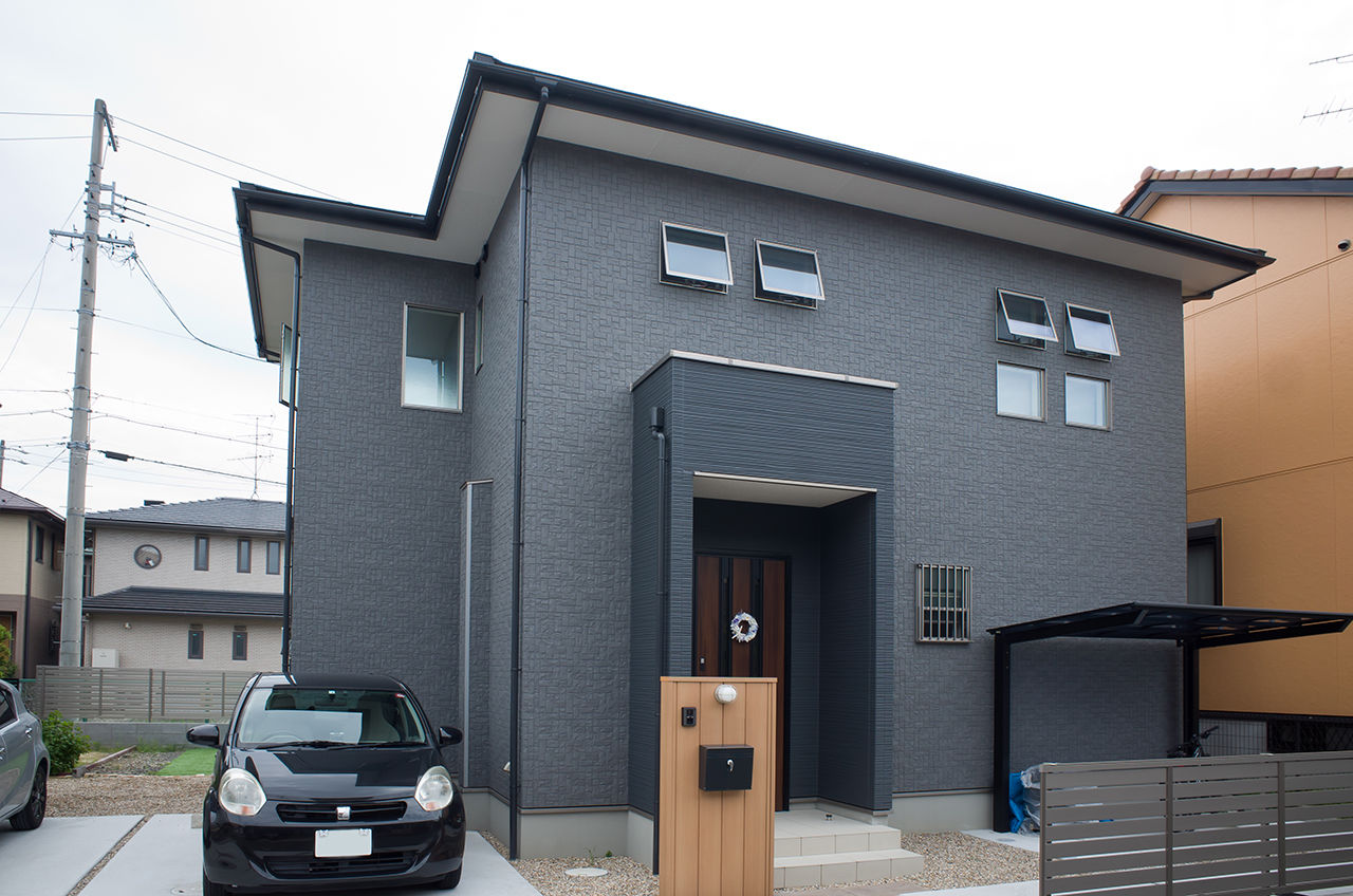 【BBQを楽しめる庭付き】「青×白×木」でデザインする西海岸風の邸宅。屋内には琉球畳の畳コーナーも