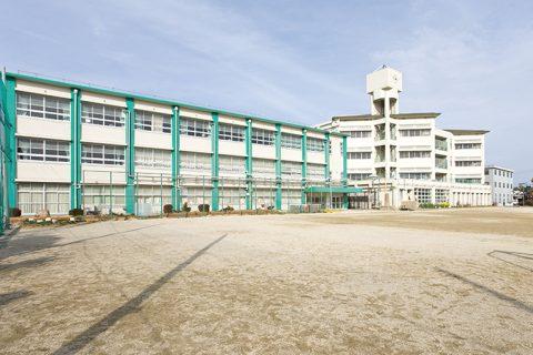 日永小学校 徒歩で約6分(約450m)