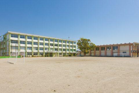 玉垣小学校 徒歩約7分(約550m)
