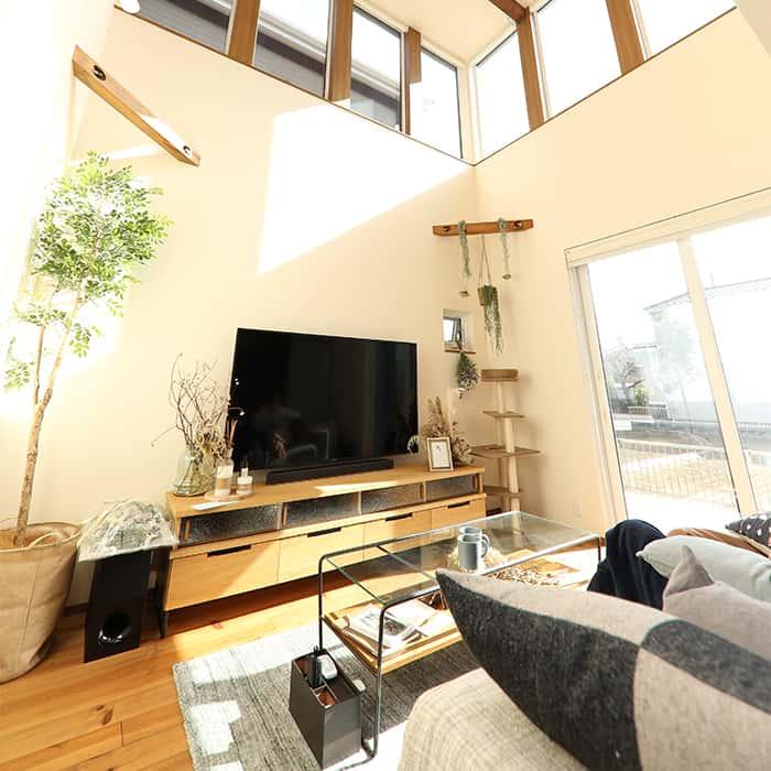 開放感ある空間と木のぬくもりを感じる家